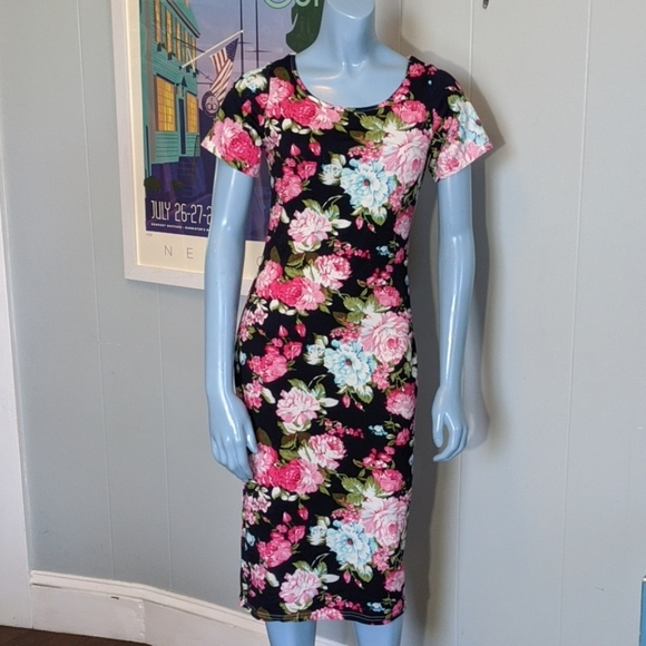 HOTOUCH Dresses & Skirts - Floral Midi Dress